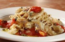 espaguete-com-molho-de-bacalhau