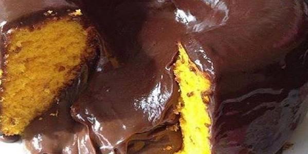 bolo-vulcao-de-cenoura-com-chocolate