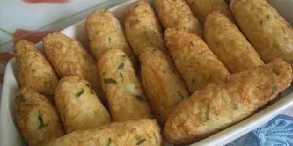 bolinho-de-arroz-com-queijo
