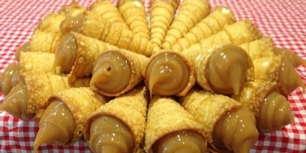 canudinhos-de-doce-de-leite-com-massa-de-pastel